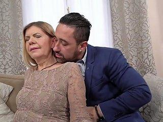 Wrinkled Ugly Mature Slut Samantha Gets Her Mature Cunt Fucked Missionary