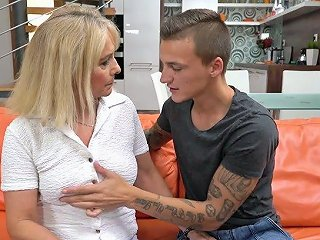 Sexy Granny Jane Nelle Gets Her Pussy Licked And Fucked By One Horny Young Dude